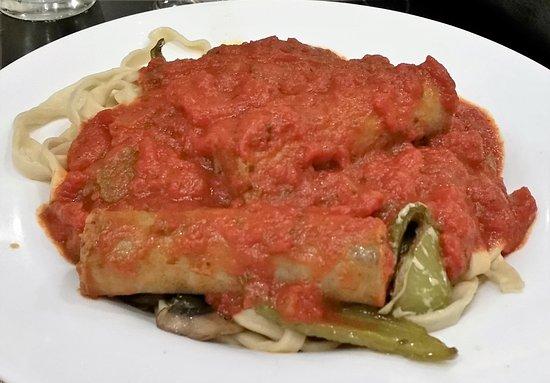 Binghamton, estado de Nueva York: House-made, wide Fettuccine, Marinara, sausages, green peppers, and mushrooms.