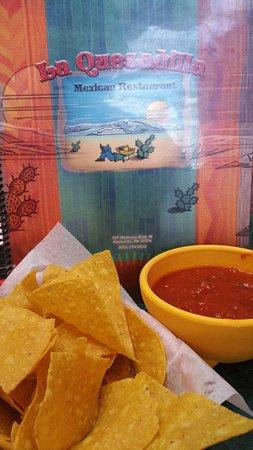 Hartsville, TN: Salsa and chips!