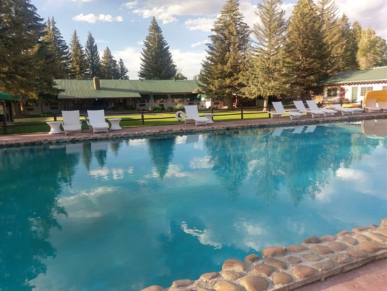 Saratoga, WY: Pool was a bit mossy