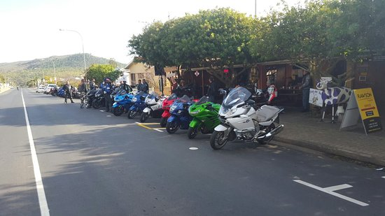 Napier, Sudáfrica: From party to bikers breakfast runs. Gunners Mess is the best place to stop and have a good meal