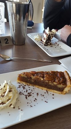Beauty Point, Australien: Pecan Pie and Black Forest cake.... lush.
