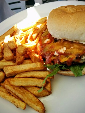 Beefeaters Chop House and Grill : 3 cheese burger