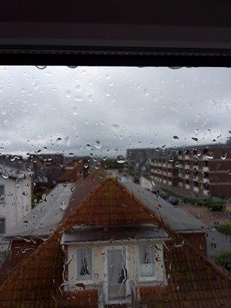 Hotel Sylter Blaumuschel: Aussicht bei Regen mit Meerblick