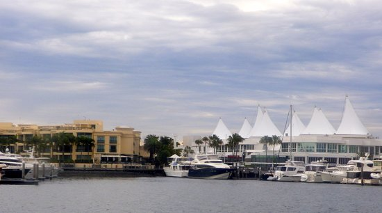 Main Beach, Australia: Palazzo Versace Hotel & Marina Mirage Mall