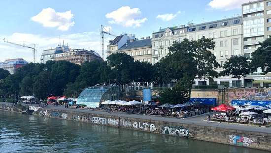 Danube Canal (Donau Kanal): Bars along the Danube canal