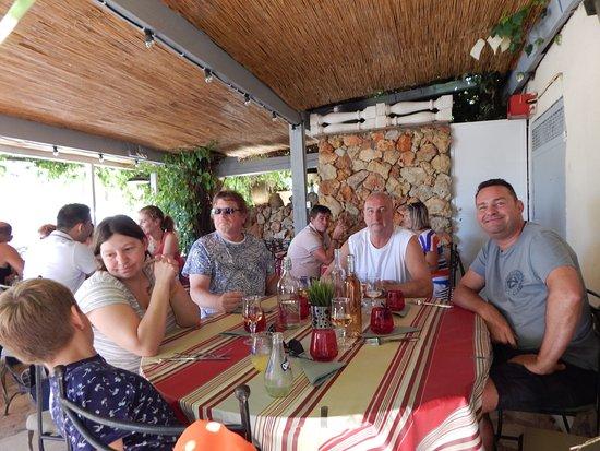 Aups, Francia: Petit lunch entre amis