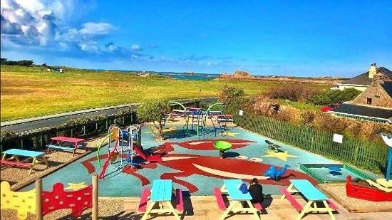 Castel, UK: Kids play area, plus picnic tables