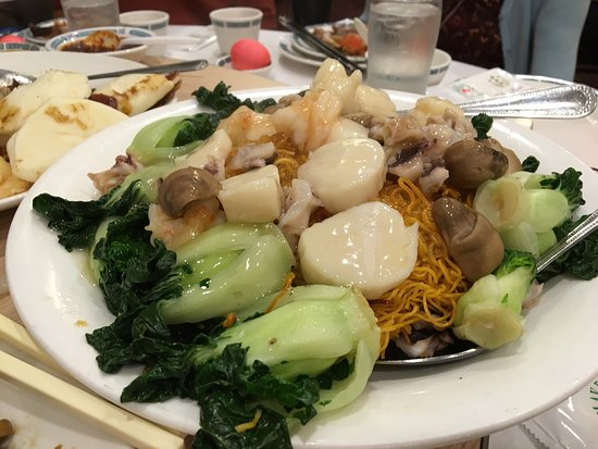 Milpitas, CA: Sauteed minced duck with lettuce cups, fried flounder, fried noodle with seafood, walnut prawns,