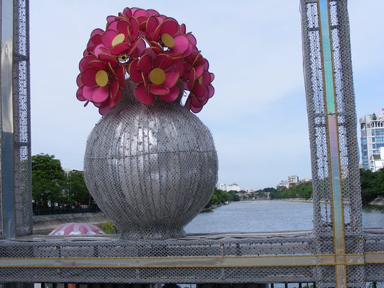 Hai Phong, Vietnam: Hồ Tam Bạc, TP Hải Phòng sau buổi trưng bày hoa cảnh.