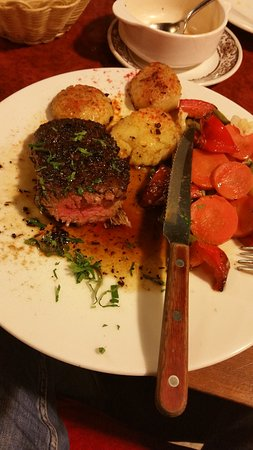 Amirah's Grill and Restaurant: Best beef steak with vegetables.
