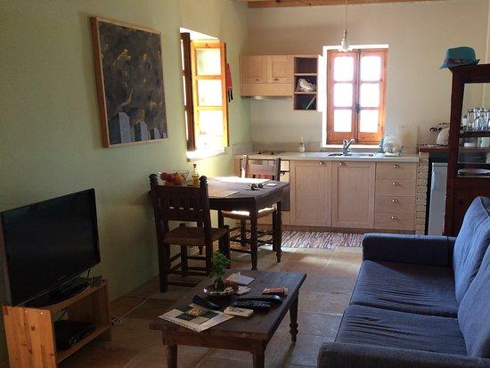 Wohnraum Mit Kuche Picture Of Filokypros Eveleos Country House Tochni Tripadvisor