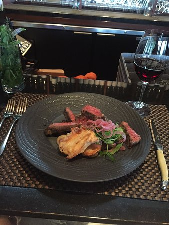 "Oliver, Canadá: ""Grilled Dry Aged Cache Creek Flank Steak"""
