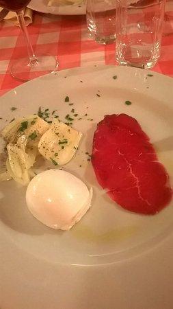 Montelupo Fiorentino, Italy: antipasto di benvenuto (offerto) mozzarella, coppa e finocchio al pinzimonio