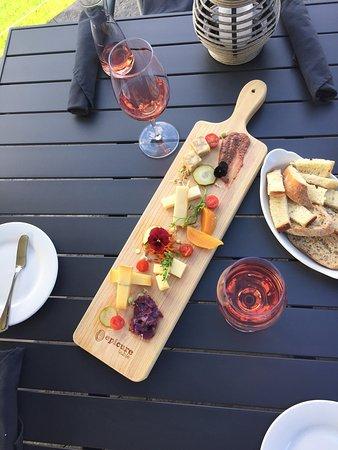 West Kelowna, Kanada: Beautiful cheese boards!