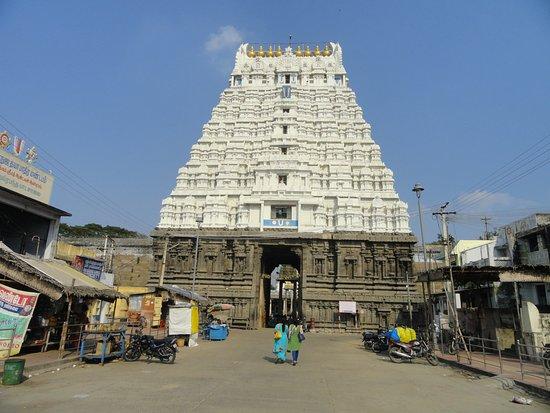 Tall gopuram at Varadharaja Perumal Temple
