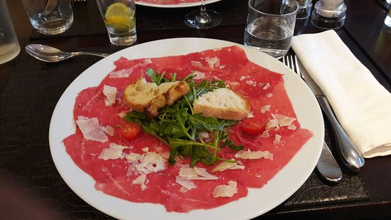 Morteau, France: Carpaccio de boeuf