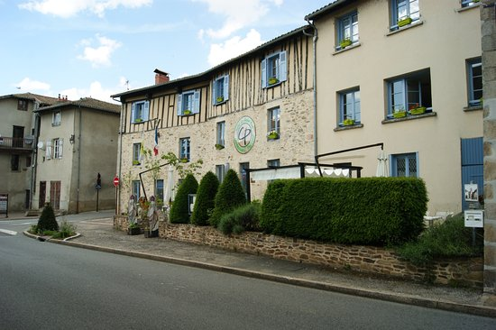 Solignac, França: face arrière du bâtiment