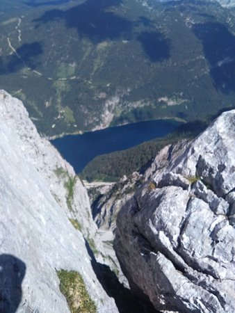 pohled na Gosausee z vrcholu
