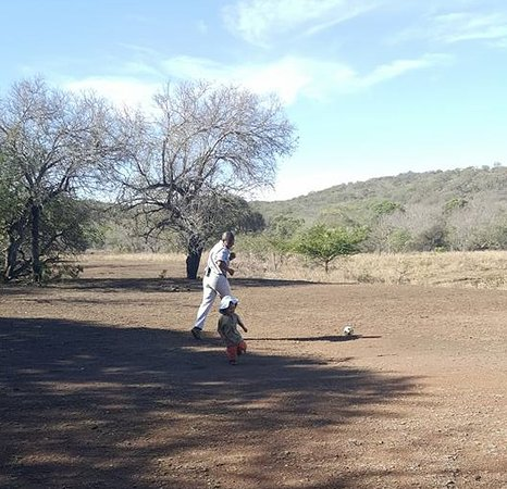 Phinda Private Game Reserve, Güney Afrika: Soccer in camp with Zola