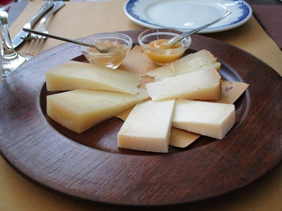 Pianoro, Italie : Tagliere di formaggio