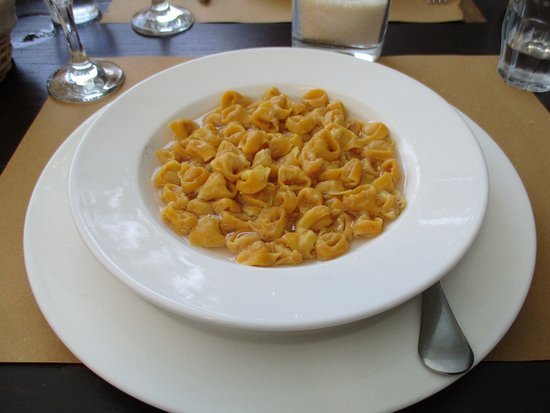 Pianoro, Italie : Tortellini in brodo