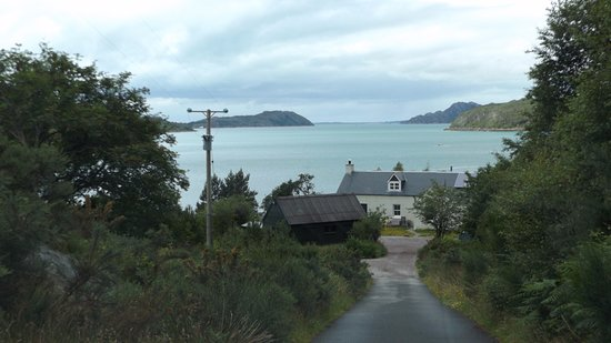 Shieldaig, UK: The main house & loch from the top of the driveway