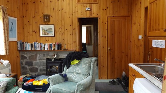 Shieldaig, UK: Part of the living room with kitchenette