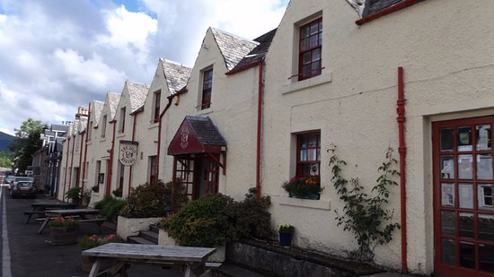 Strathyre, UK: Front of the inn