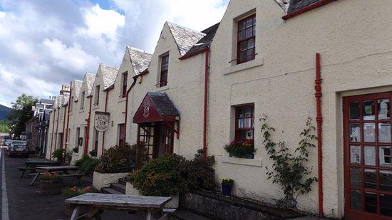 Strathyre, UK: Front of the inn