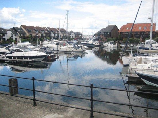 Hythe, UK: Jachthaven (uitzicht vooruit)