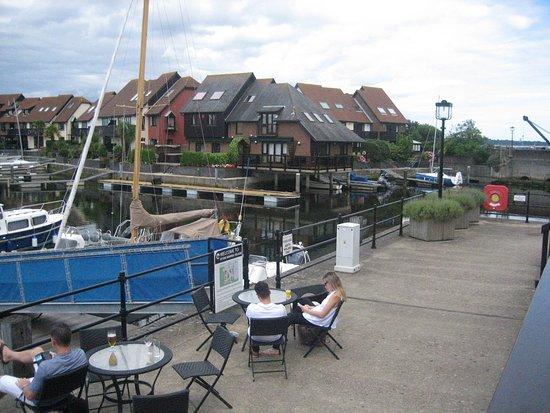 Hythe, UK: Jachthaven (uitzicht rechts)