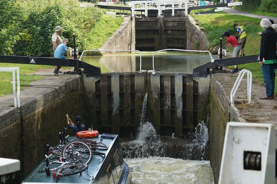 Devizes, UK: A narrowboat barge is raised in the lock.