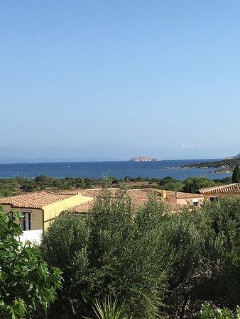 iGV Club SantaClara : Panoramica piscina e vista dal vialetto verso le camere