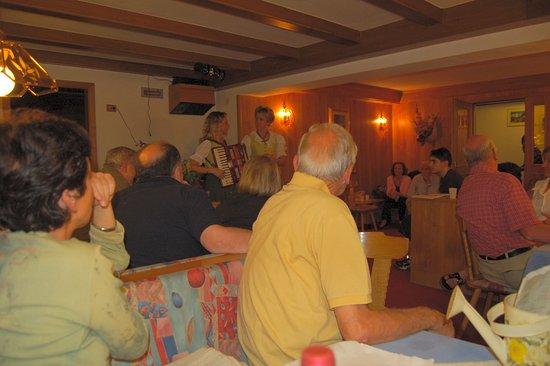 Hotel Cima Undici: animazione in taverna