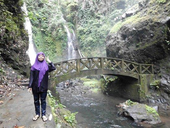 Томохон, Индонезия: wonderfull waterfall