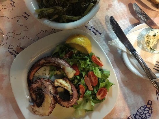 Ялос, Греция: The grilled octopus comes highly recommended.