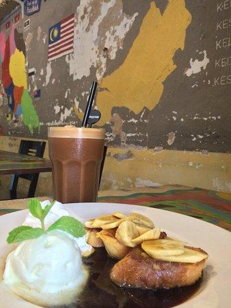 Calanthe Art Cafe: Terengganu Coffee and Gula melaka on toast