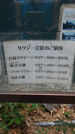 Matsudo, Japan: 矢切側乗り場にあるタクシー案内。松戸駅までのバスもあります。