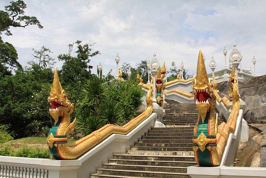 Pak Nam, Tailandia: l'escalier qui monte au temple