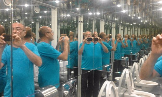 Il gioco di specchi ... nel bagno !! (da vedere) - Picture of ...