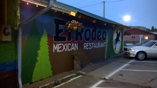 El Rodeo Mexican Restaurant: Colourful Exterior