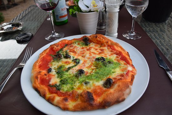 Pizza au petits gris de namur photo de i giardini di bacco barvaux tripadvisor - I giardini di bacco ...