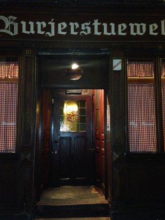 Chez Yvonne : Eingang von er Strasse