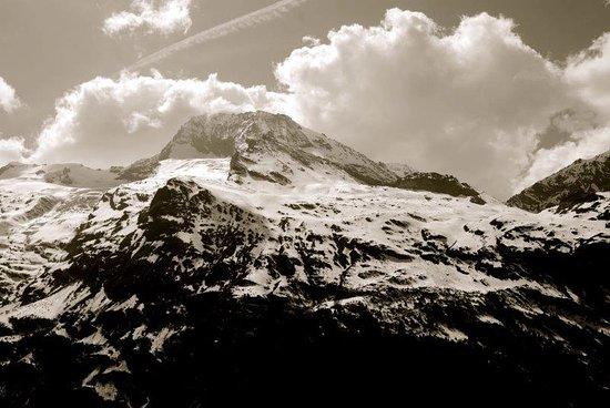 Sainte-Foy-Tarentaise, Fransa: View of Mont Pourri from Black Diamond