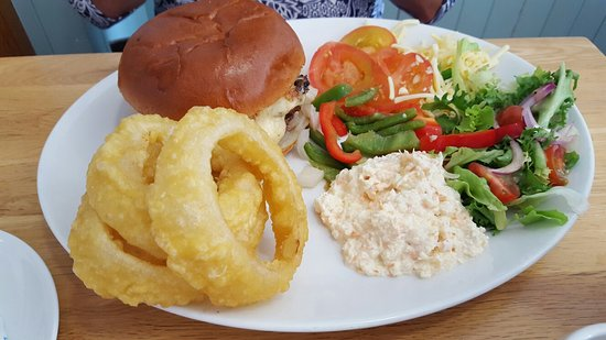 Kilkeel, UK: Seaside decor, varied menu and great quality food
