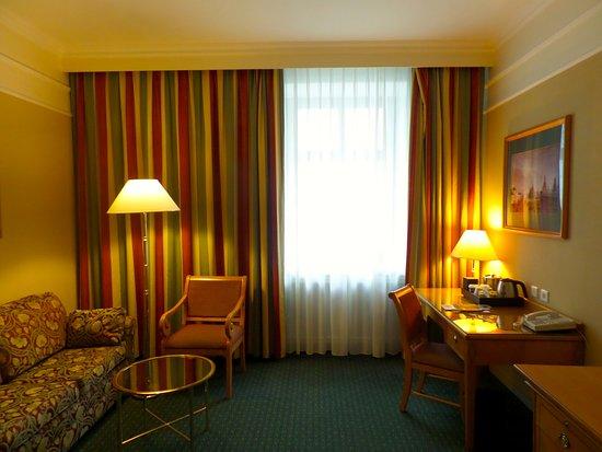Moscow Marriott Grand Hotel: escritorio