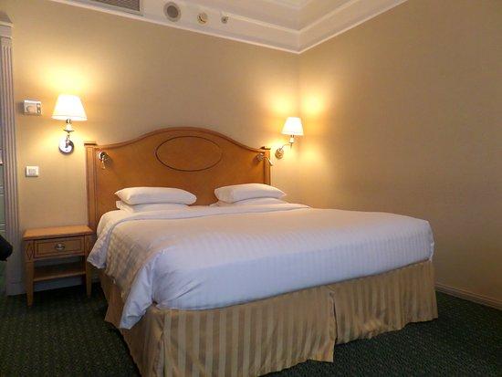 Moscow Marriott Grand Hotel: Cama