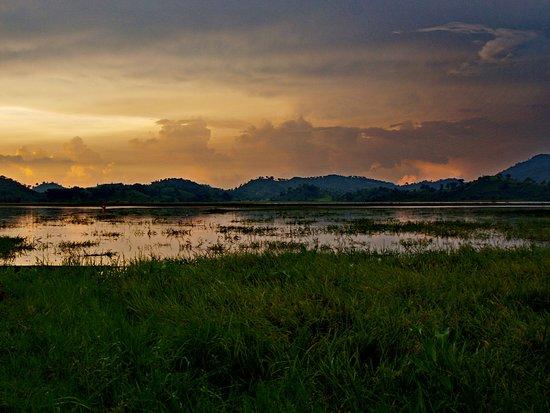 Dak Lak Province, Vietnam: Озеро Лак. Закат.
