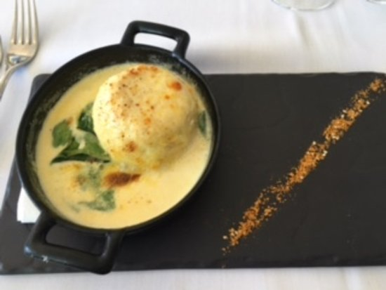 Hope Island, Australia: Twice cooked goats cheese souffle