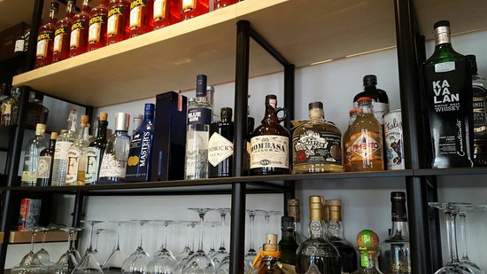 Zagreb County, Kroatien: Great choice of gin, rum and whisky
